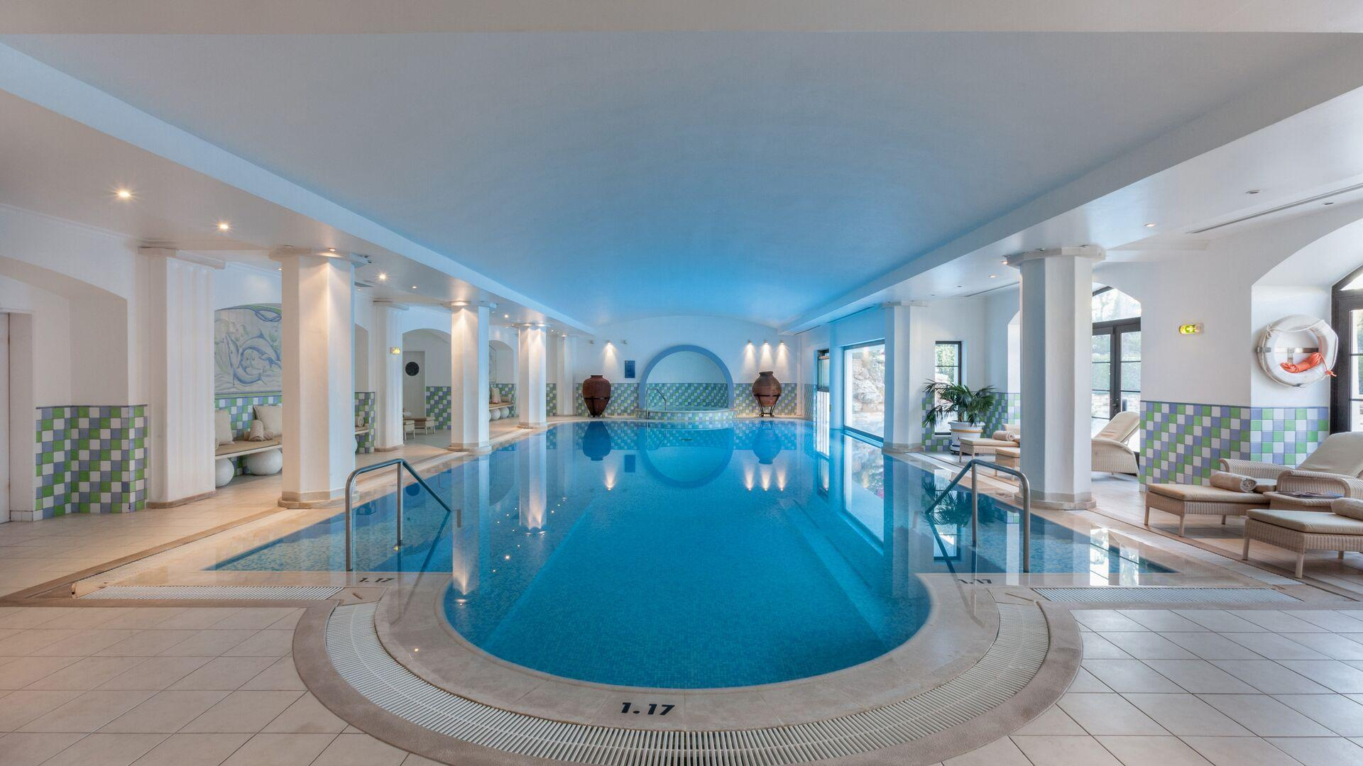 Delfim Pool - Health Club