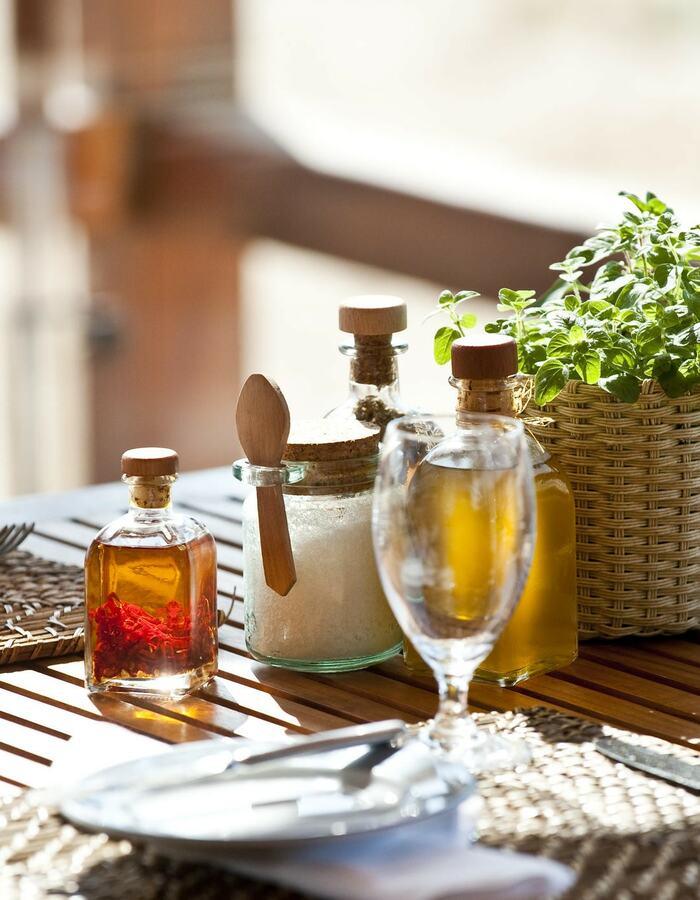 Arte Náutica Restaurant Table